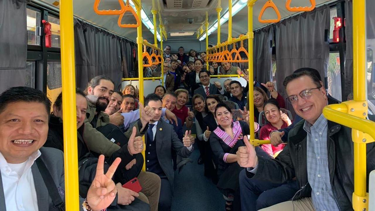 En camiones, diputados llevan sesión a Santa Fe para aprobar Presupuesto