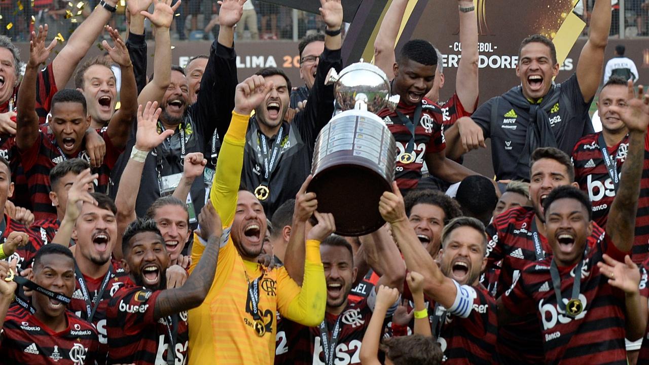 Con voltereta en tres minutos, Flamengo gana la Copa Libertadores