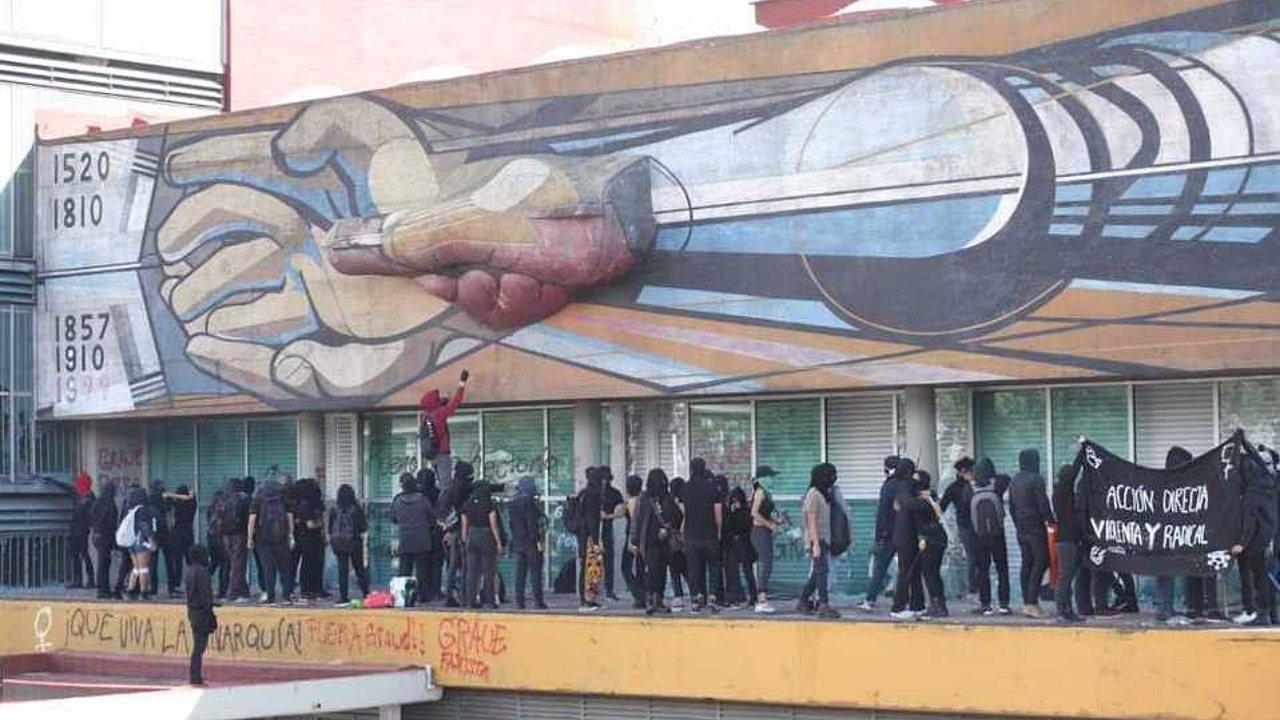 Vandalismo en la UNAM daña el mural de Alfaro Siqueiros