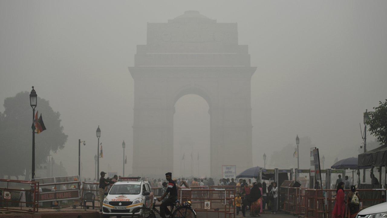 Nueva Delhi se ahoga en una espesa nube de contaminación