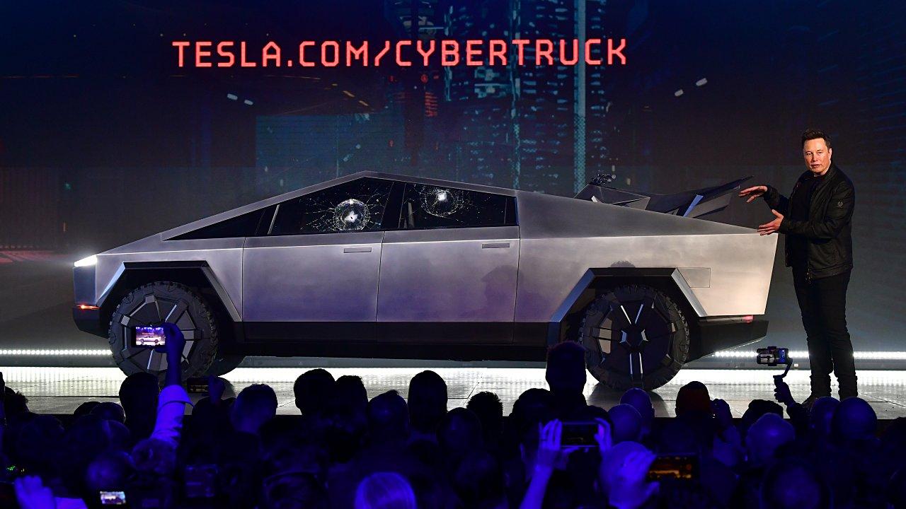 Tesla presume su 'cybertruck', pero no todo salió bien