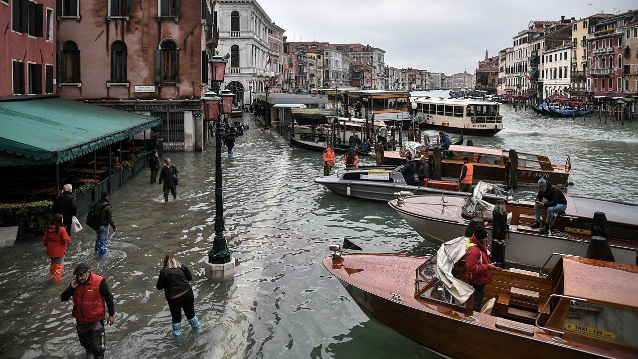 Venecia sufre su peor inundación en 53 años