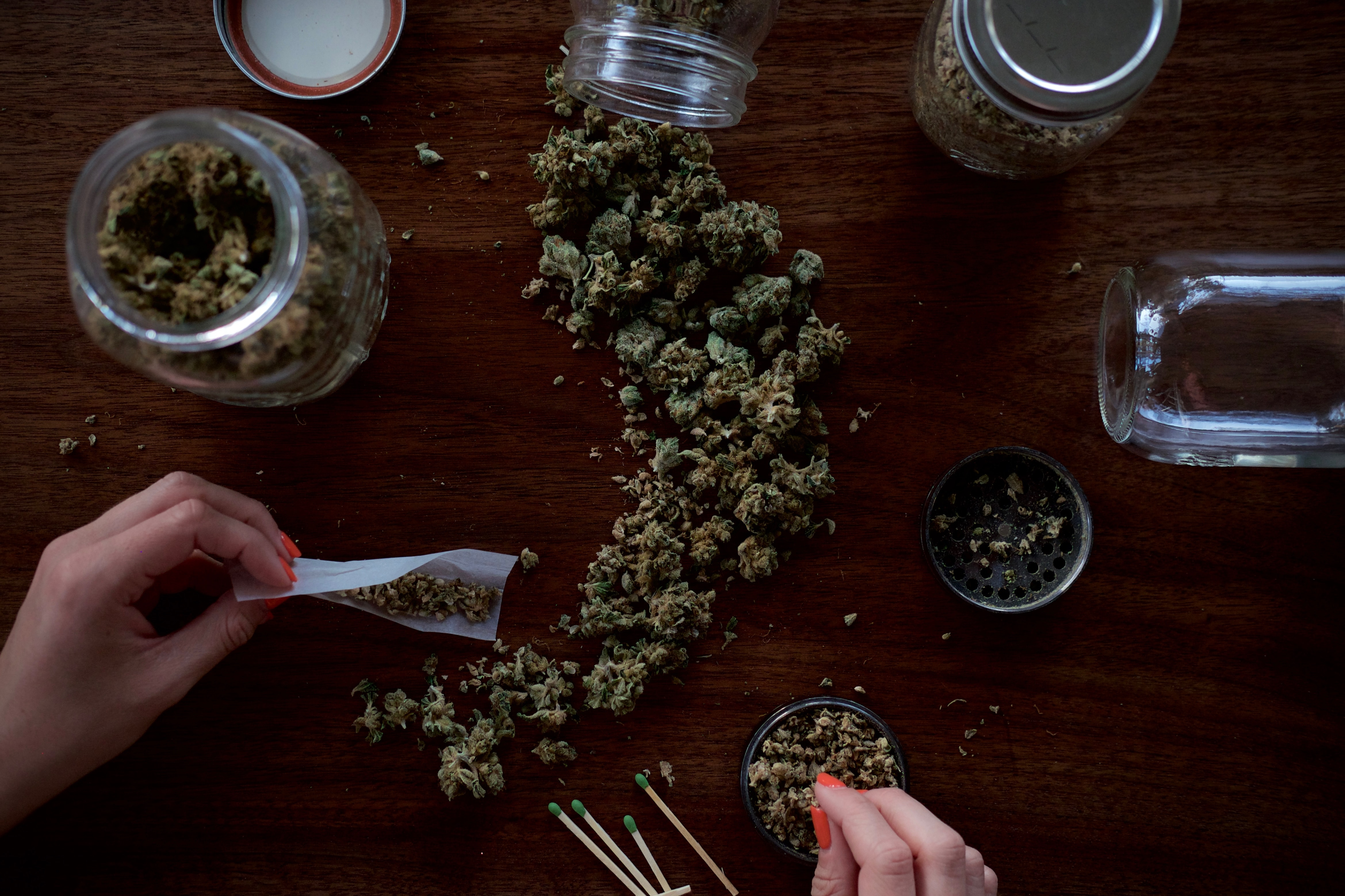 Covid-19 aumenta demanda de mariguana; industria alista fusiones