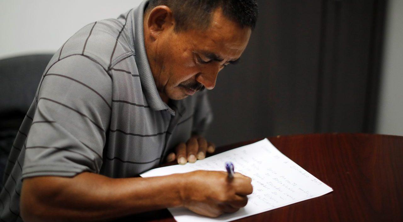 Familiares de salvadoreña asesinada en México piden ayuda a Bukele