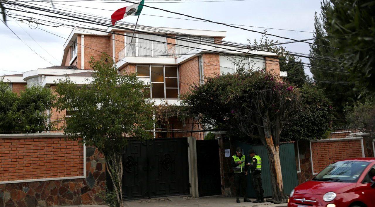 Aminoró vigilancia extrema en embajada en Bolivia: AMLO