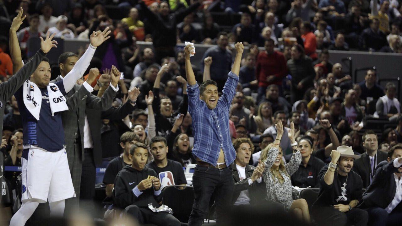 El épico festejo de Jorge Campos y otros famosos presentes en la NBA