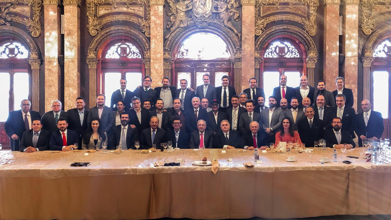 AMLO se reúne con Slim y empresarios del beisbol