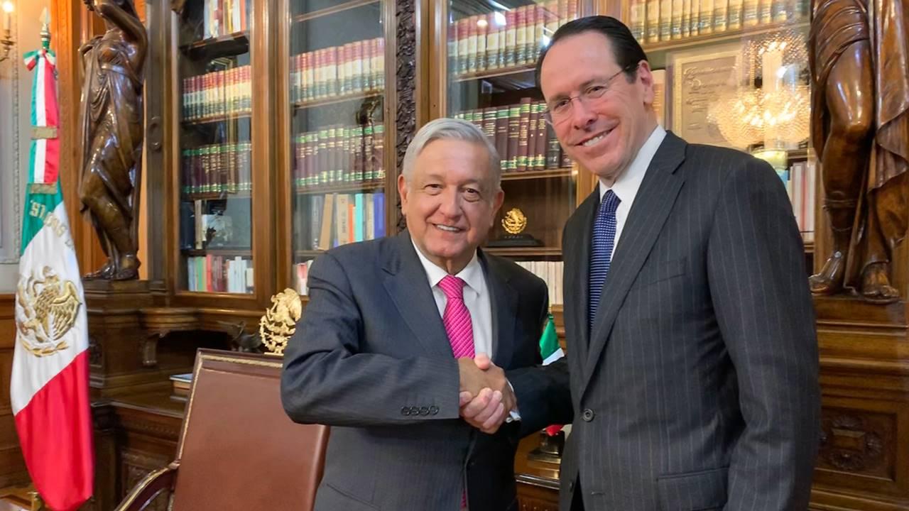 AT&T seguirá invirtiendo en México, afirma su CEO a AMLO