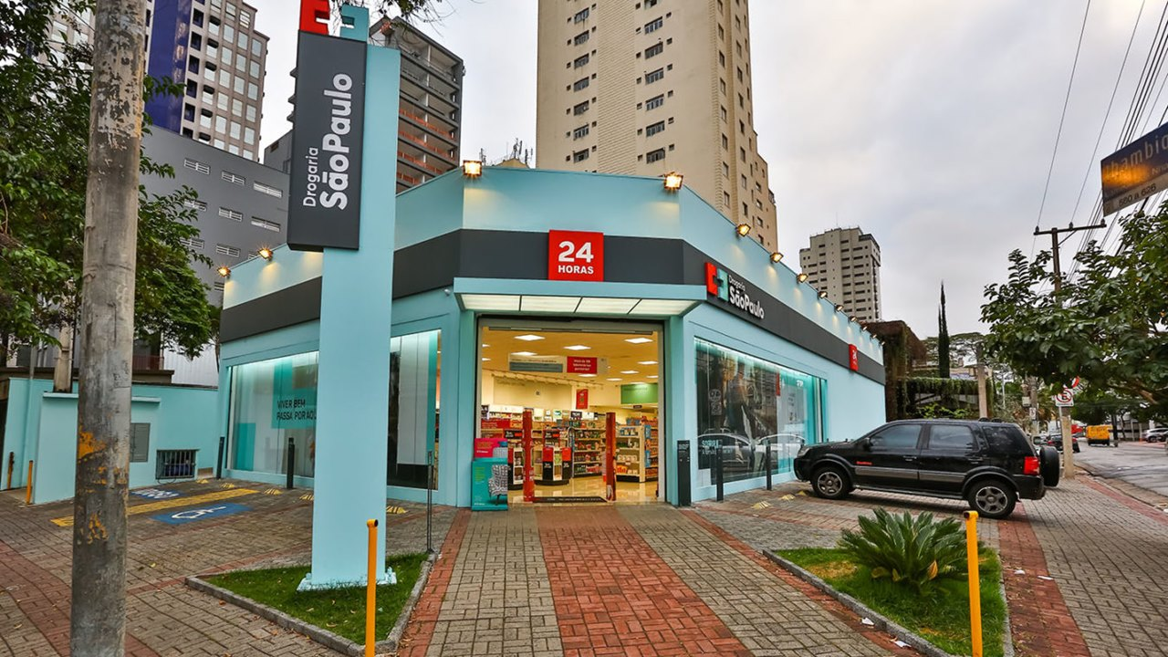Femsa, dueña de Oxxo, busca comprar 1,350 farmacias en Brasil