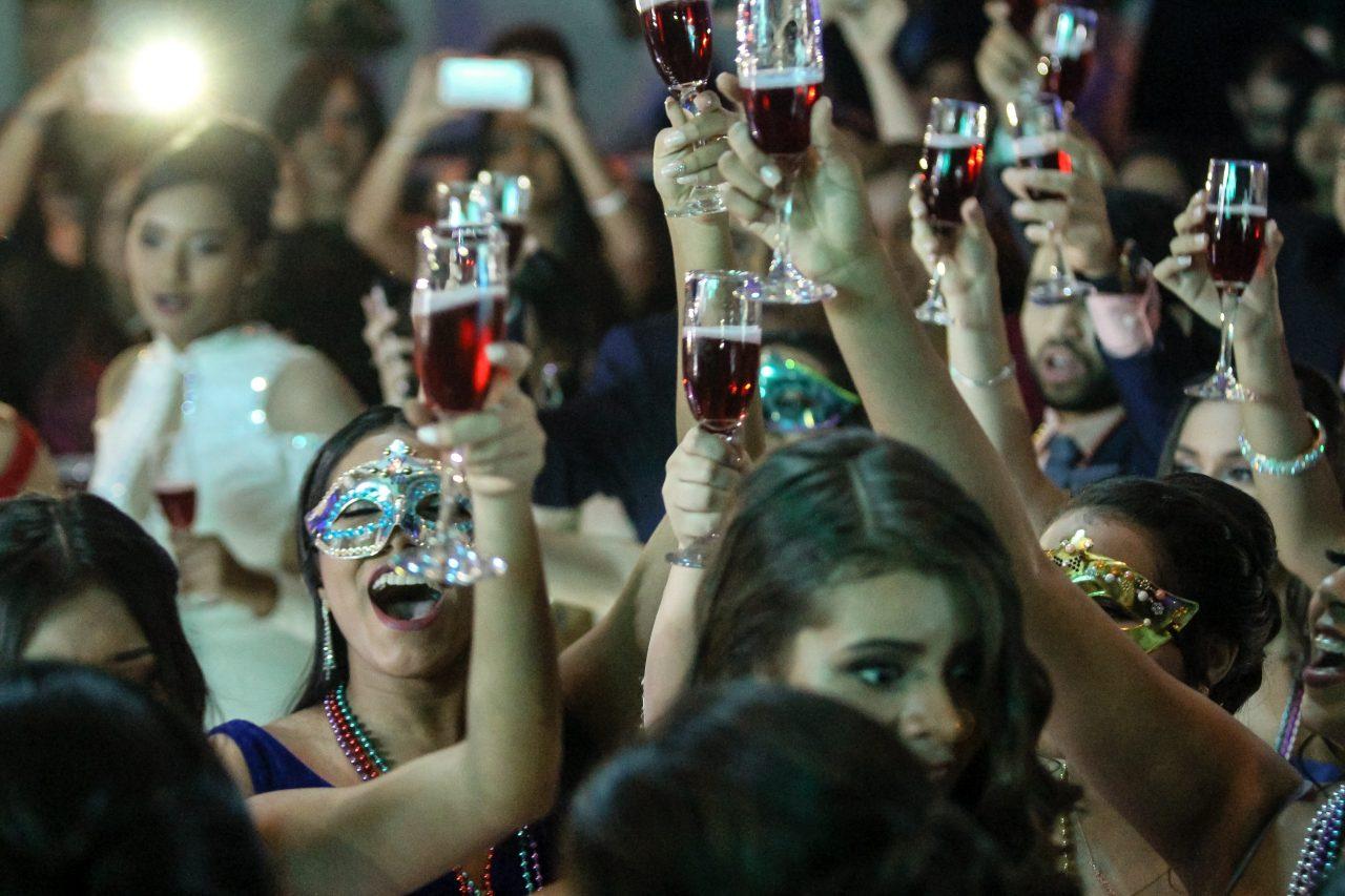 '¿Realmente necesitan ir de fiesta?', cuestiona la OMS a jóvenes ante Covid-19