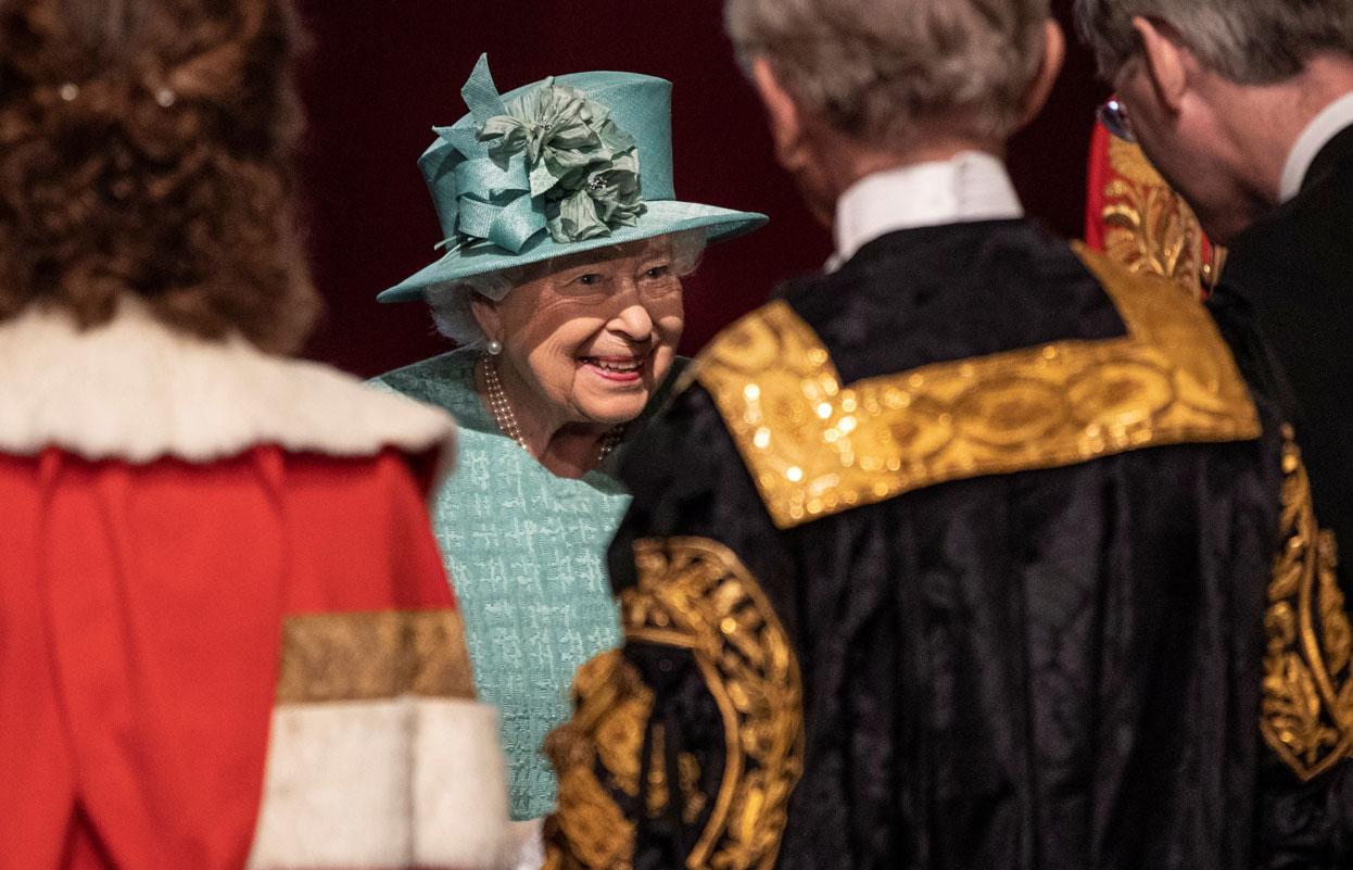 Reina Isabel evita hablar sobre polémica entrevista de Harry y Meghan