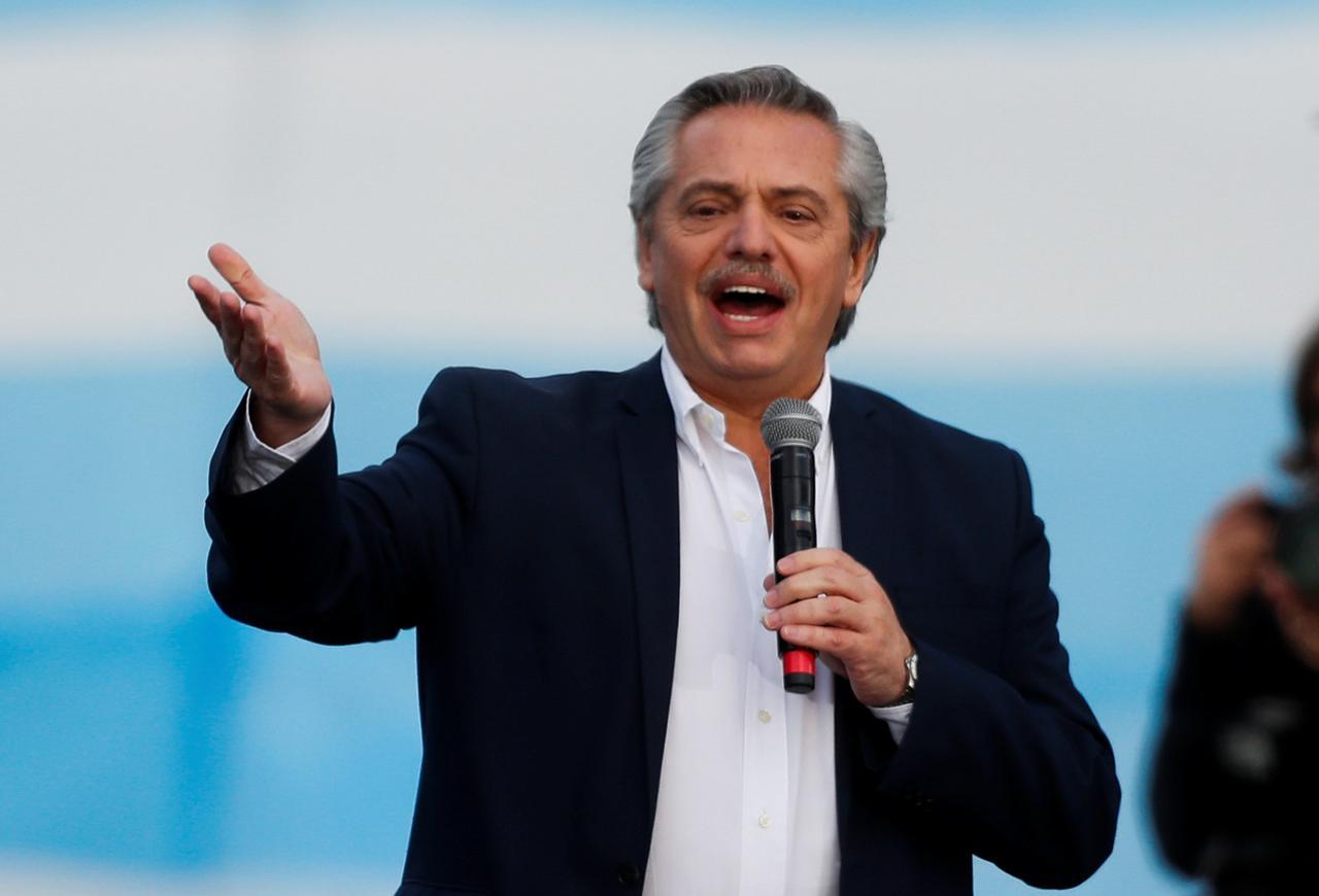 Alberto Fernández asume presidencia argentina con el desafío de encarrilar la economía