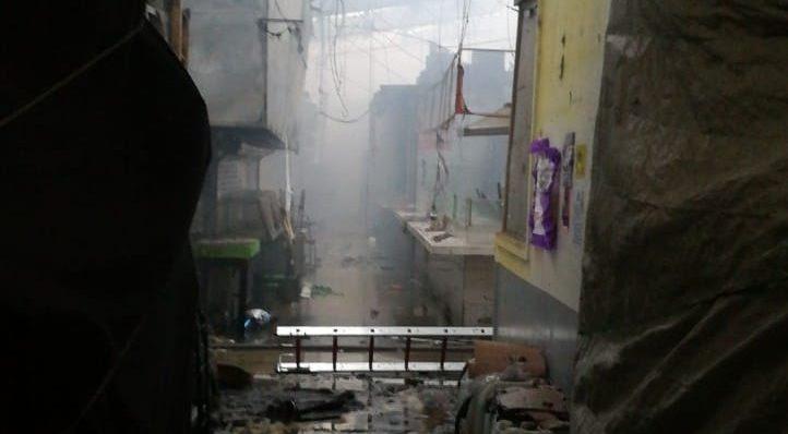 Incendio en mercado de San Cosme daña 1 de cada 3 puestos