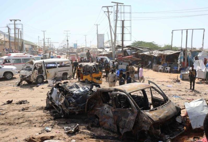 Atentado deja al menos 100 muertos en Somalia