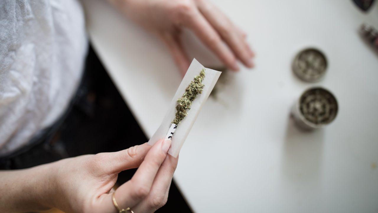 SCJN permite consumo lúdico de mariguana sólo a mayores de edad