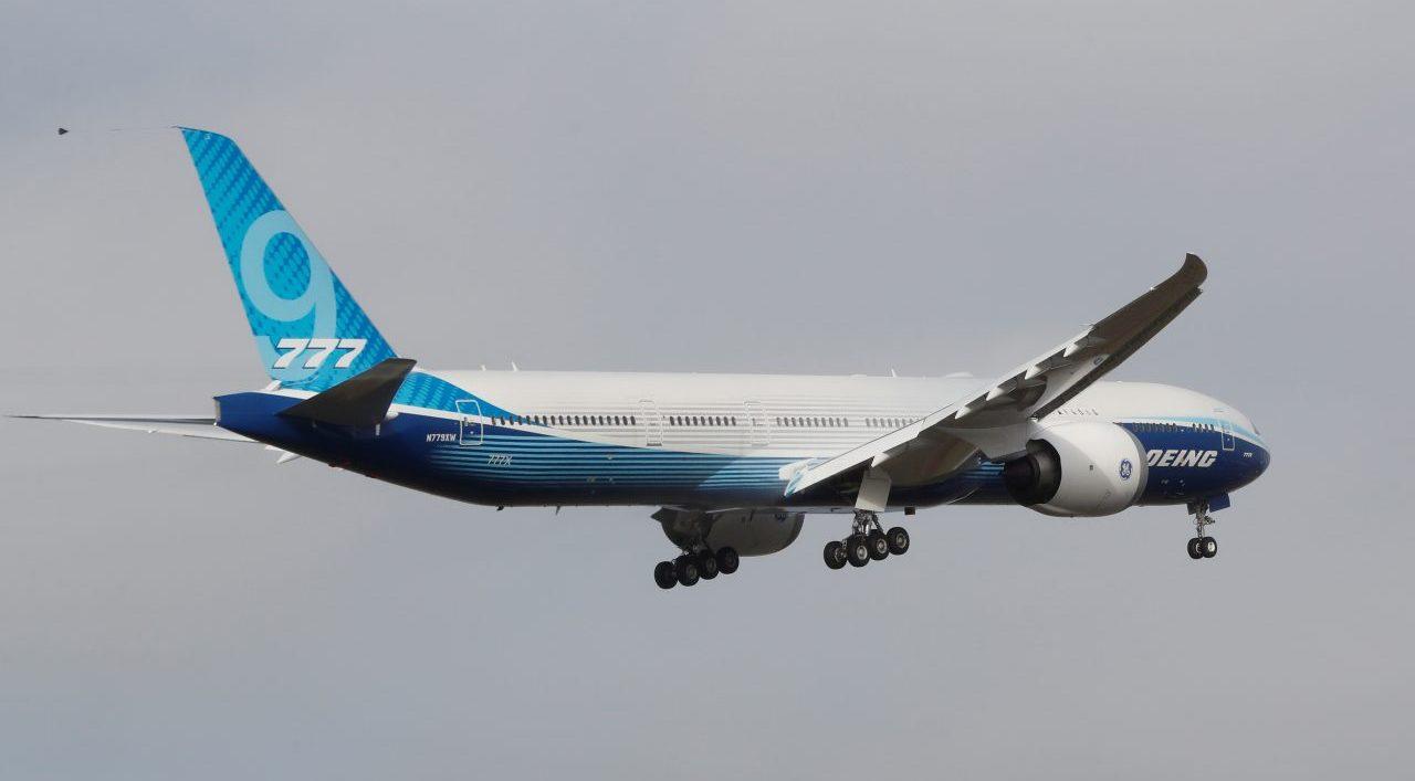 Boeing 777X, el mayor avión bimotor del mundo, despega en su vuelo inaugural