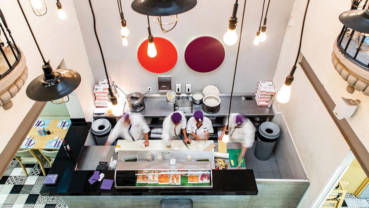 Operadora de Sushi-Itto y Wings reporta desplome en ventas y flujo operativo