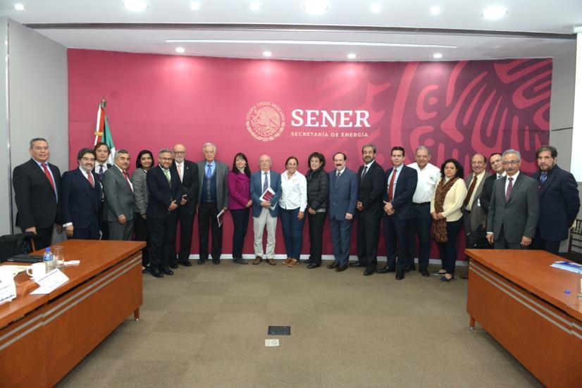 Gobierno de AMLO prepara programa de transición energética