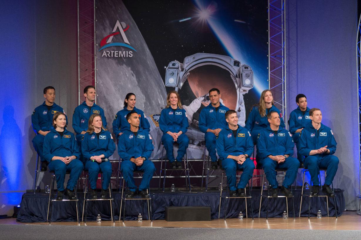 Mujeres y un hispano, entre los nuevos astronautas de la NASA