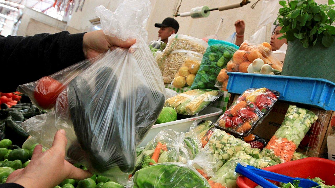 Industriales del plástico exigen a SE norma emergente para bolsas reutilizables