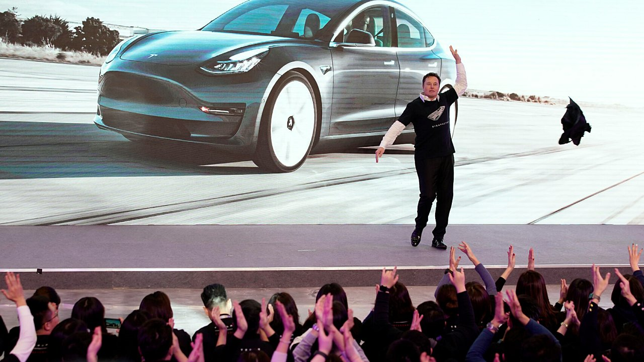 ¿Tienes bitcoins? Ahora ya puedes comprar un auto de Tesla con esta criptomoneda