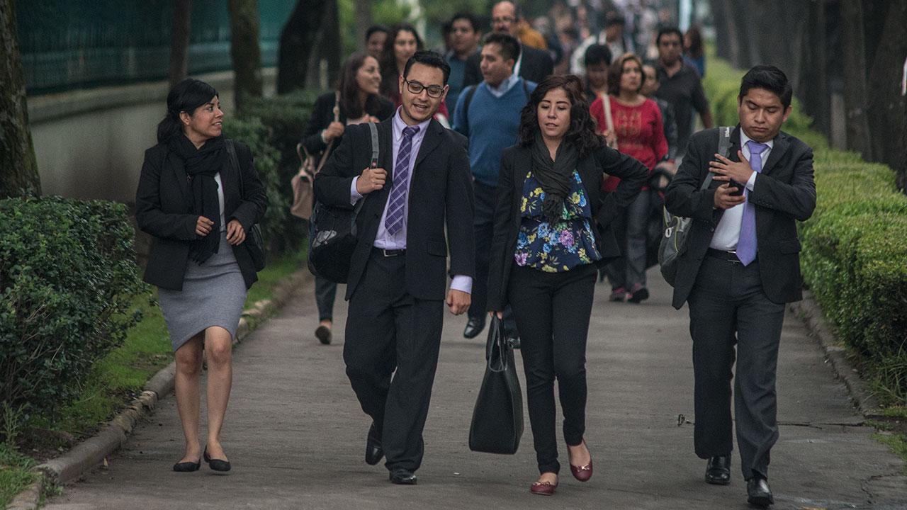 Se desploma creación de empleo formal: disminuyó 27% en enero, según el IMSS
