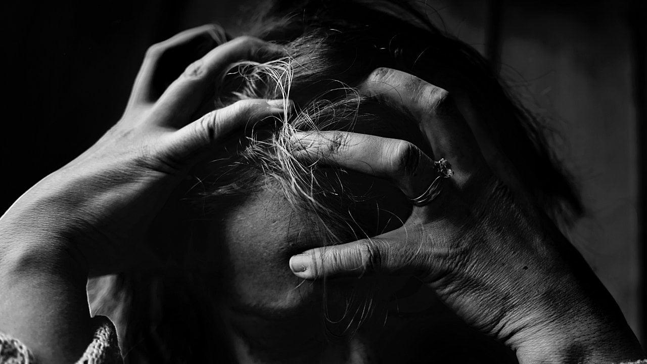 Comprobado: el estrés te genera canas