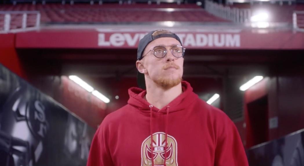 Místico regala máscara a estrella de San Francisco de cara al Super Bowl