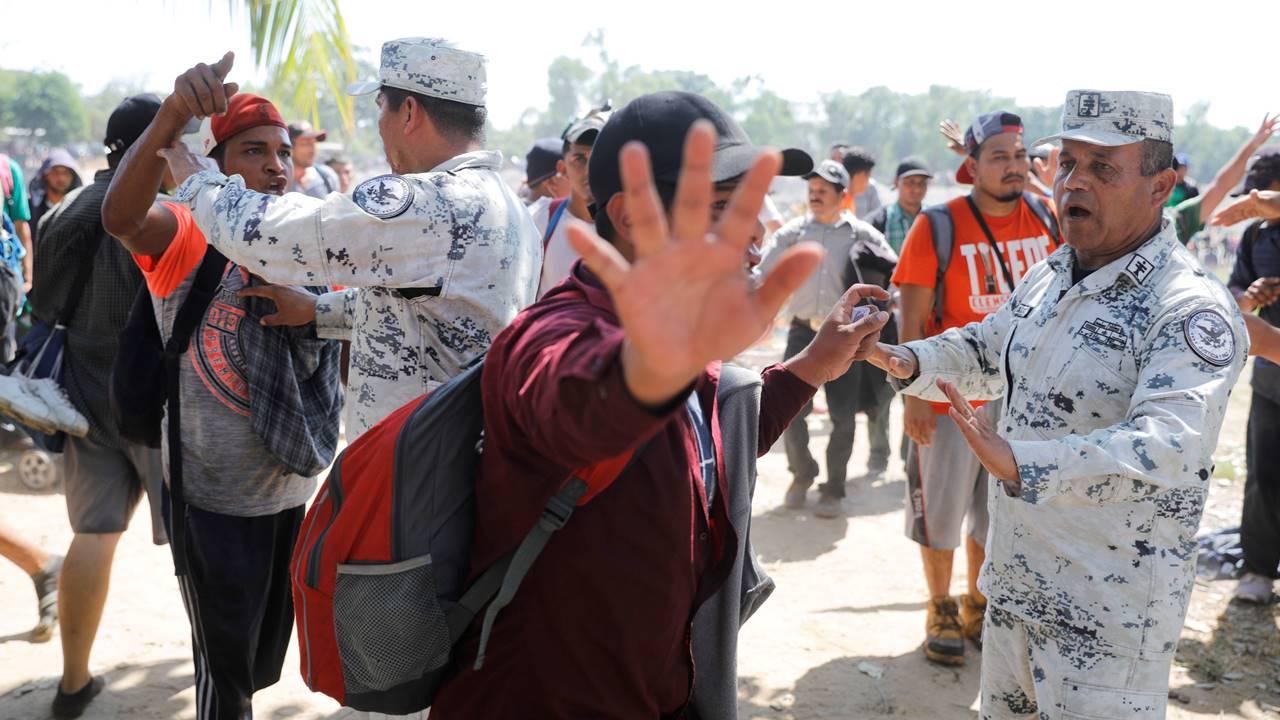 Cruce de migrantes en frontera México-EU cae 74.5% en ocho meses