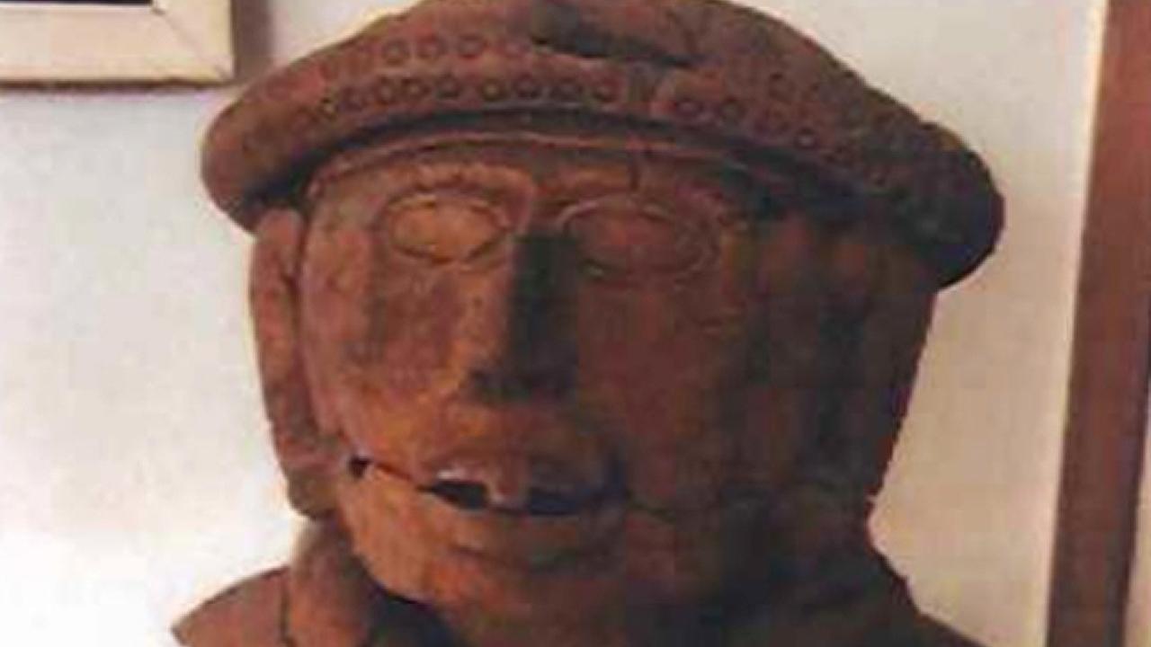 Mujer alemana devuelve a México tres centenarias piezas arqueológicas