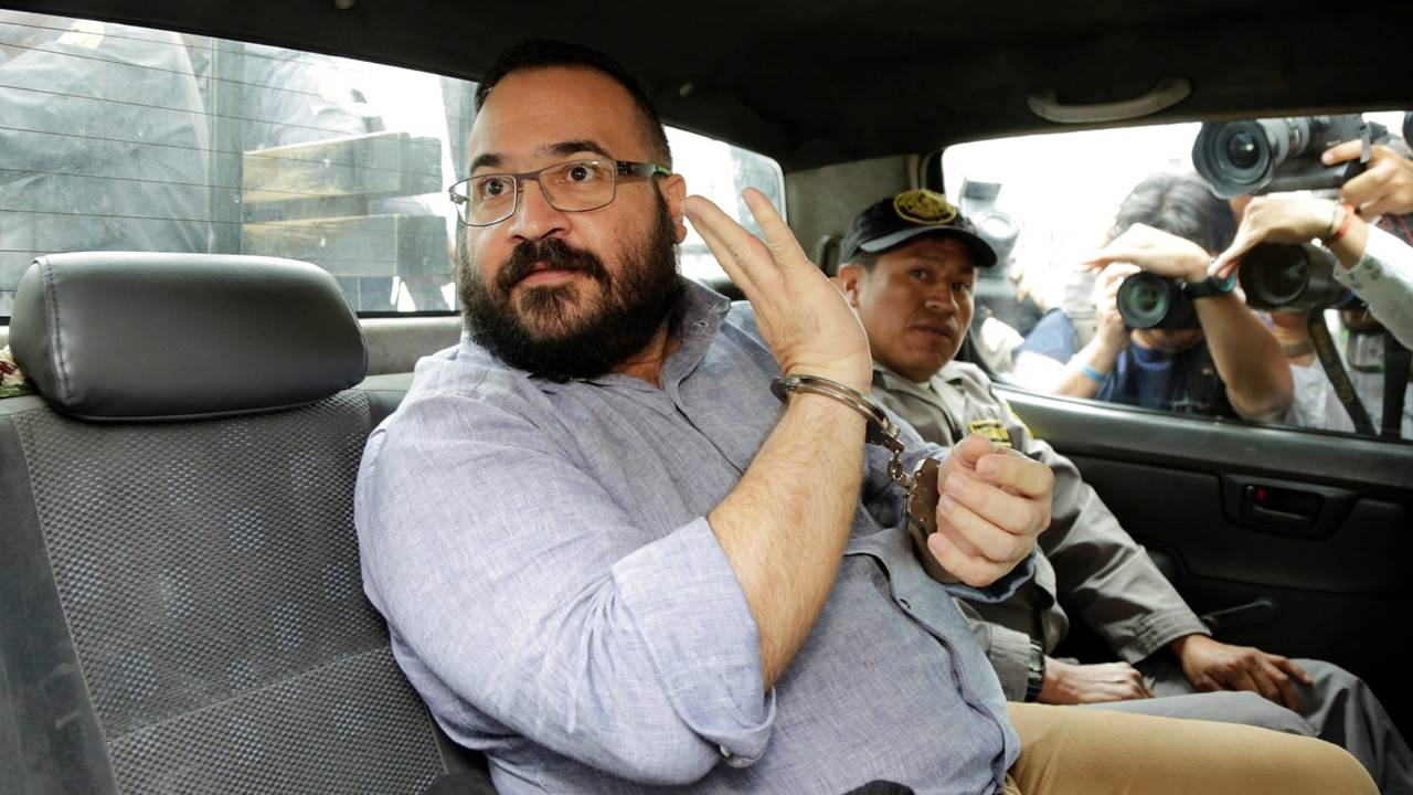 Suman cargos contra Javier Duarte por desaparición forzada de un policía