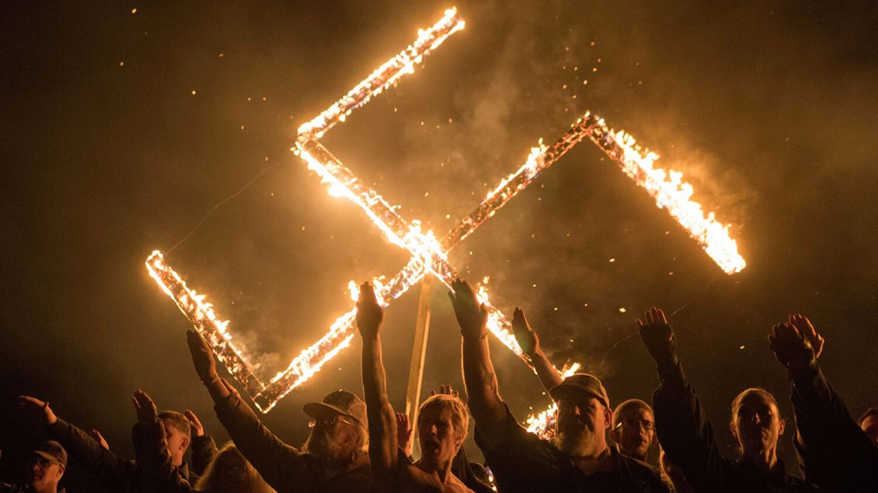 Neonazis y supremacistas blancos están resurgiendo, advierte ONU