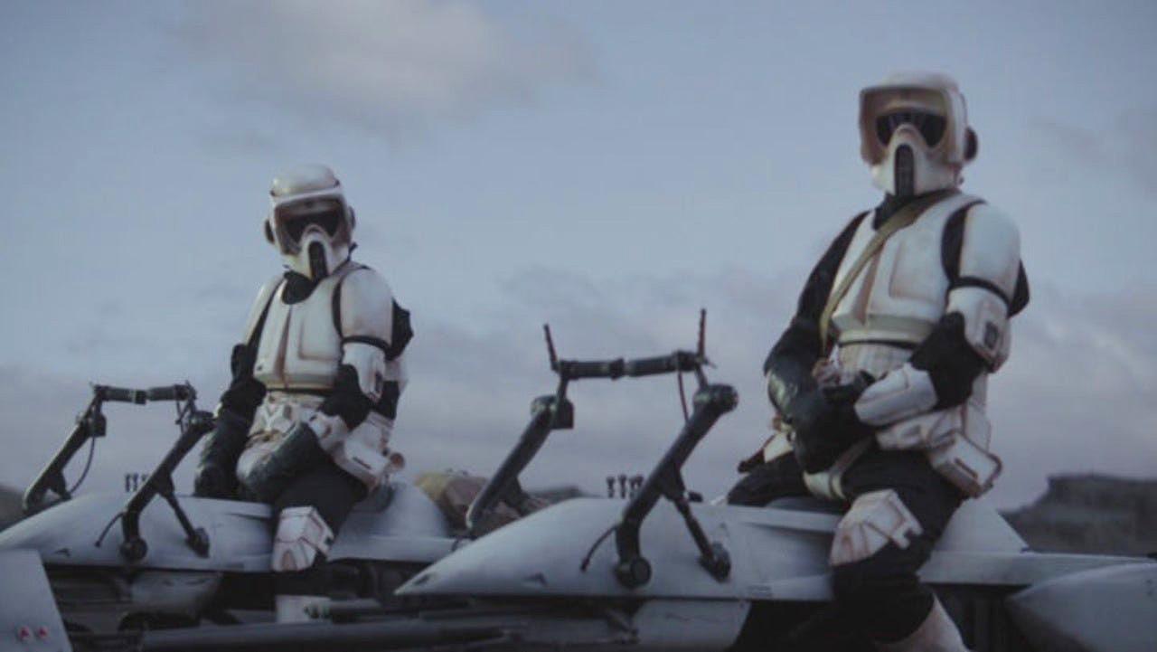 Jon Favreau regañó a dos actores por 'maltratar' a Baby Yoda