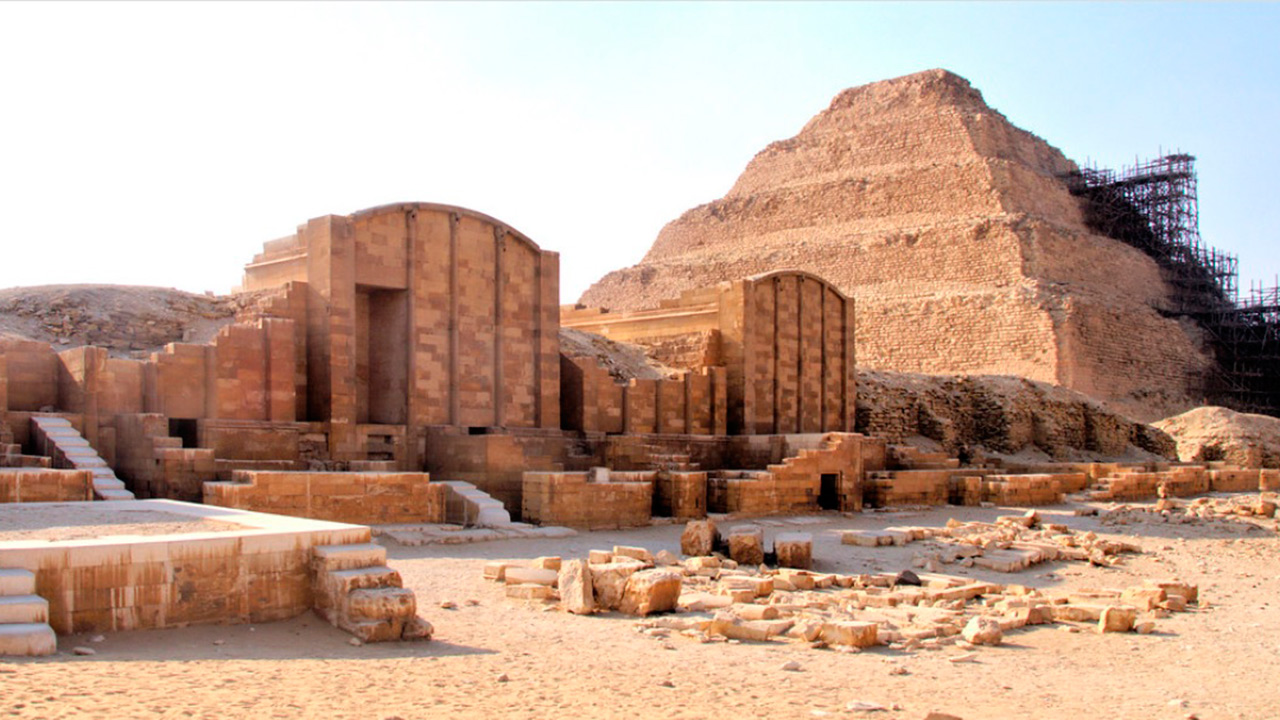 Descubren en Egipto 35 tumbas y 90 sarcófagos con momias