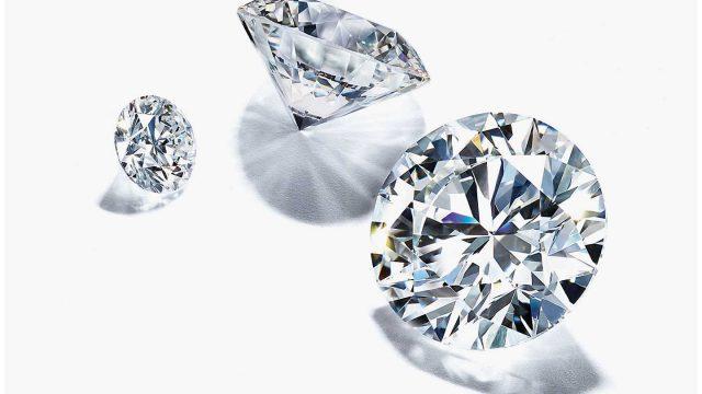 Los diamantes de Tiffany & Co. son considerados los más bellos del mundo gracias a su proceso de elaboración, donde el corte, claridad, color y peso son las piezas más importantes.
