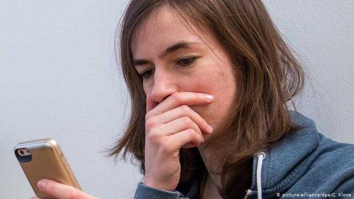 Cyberflashing: ¿por qué los hombres mandan fotos íntimas?