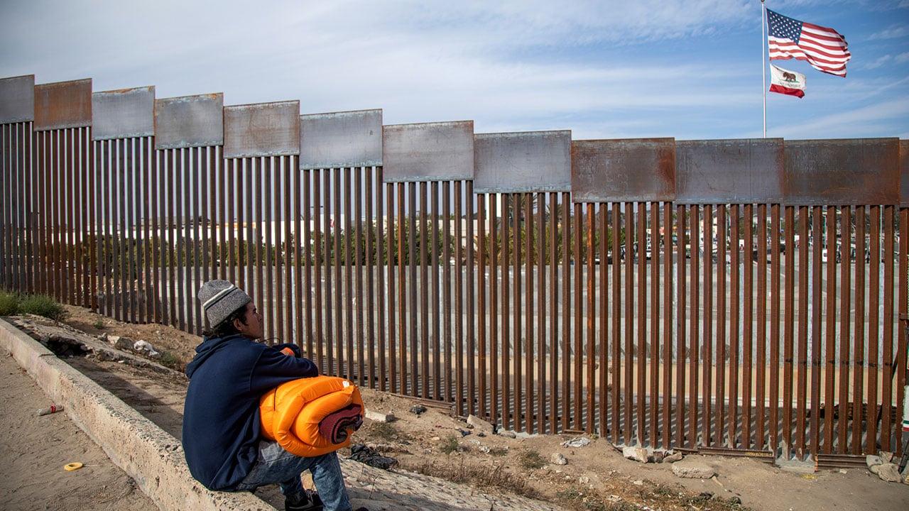 'La frontera está cerrada', dice Blinken a migrantes