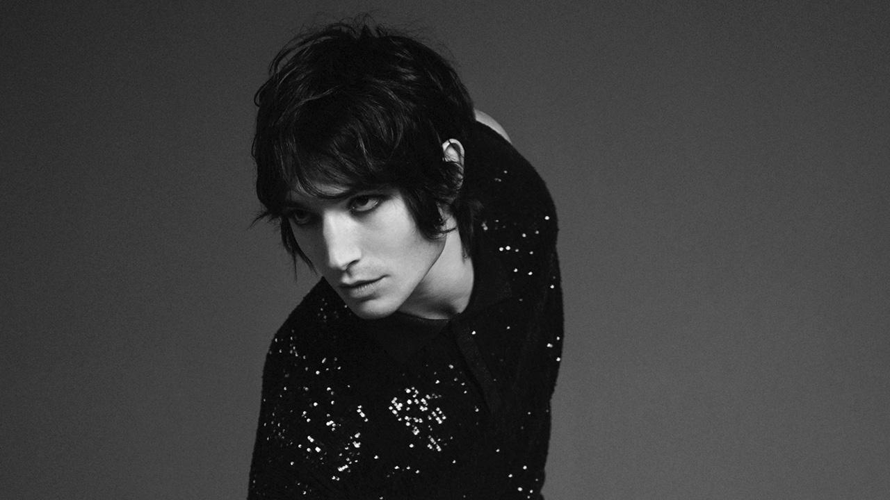 Ezra Miller es la nueva cara de Yves Saint Laurent