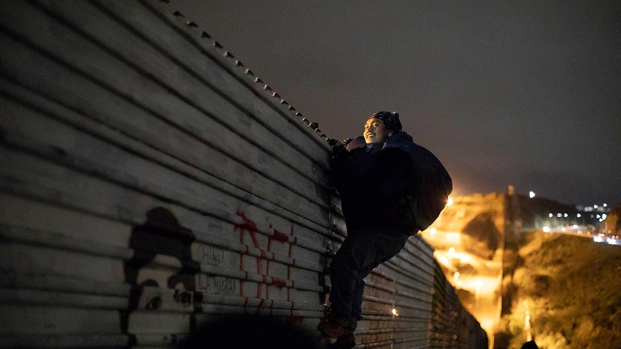 Entre nieve e incertidumbre, migrantes esperan su solicitud de asilo en EU