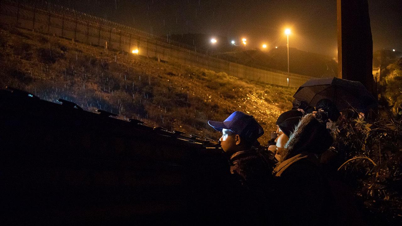 Estados Unidos extendería restricciones migratorias tras pandemia