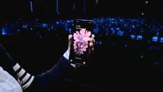 Samsung presentó el nuevo modelo plegable.