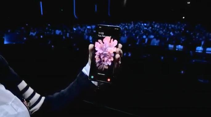Samsung presenta nuevo smartphone plegable en busca de impulsar ventas