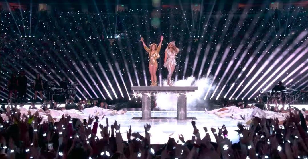 Revive el show de medio tiempo de Shakira y Jennifer López