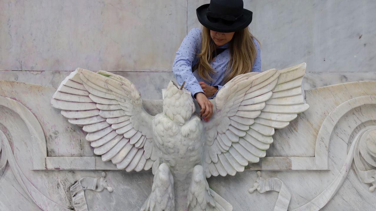 Decapitan águila del Hemiciclo a Juárez; preparan restauración