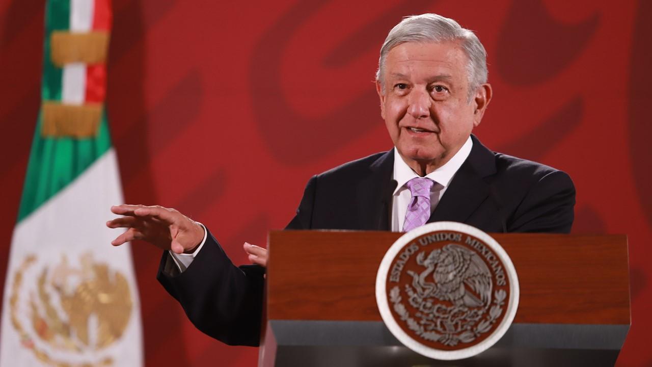 AMLO critica silencio ante saqueo de empresas españolas en México
