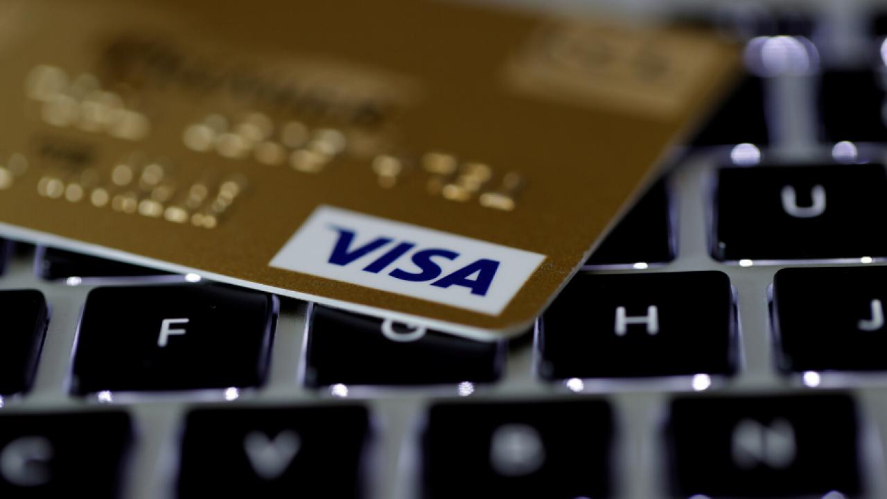 Visa le otorga a Coinbase el poder de emitir tarjetas de débito de bitcoins