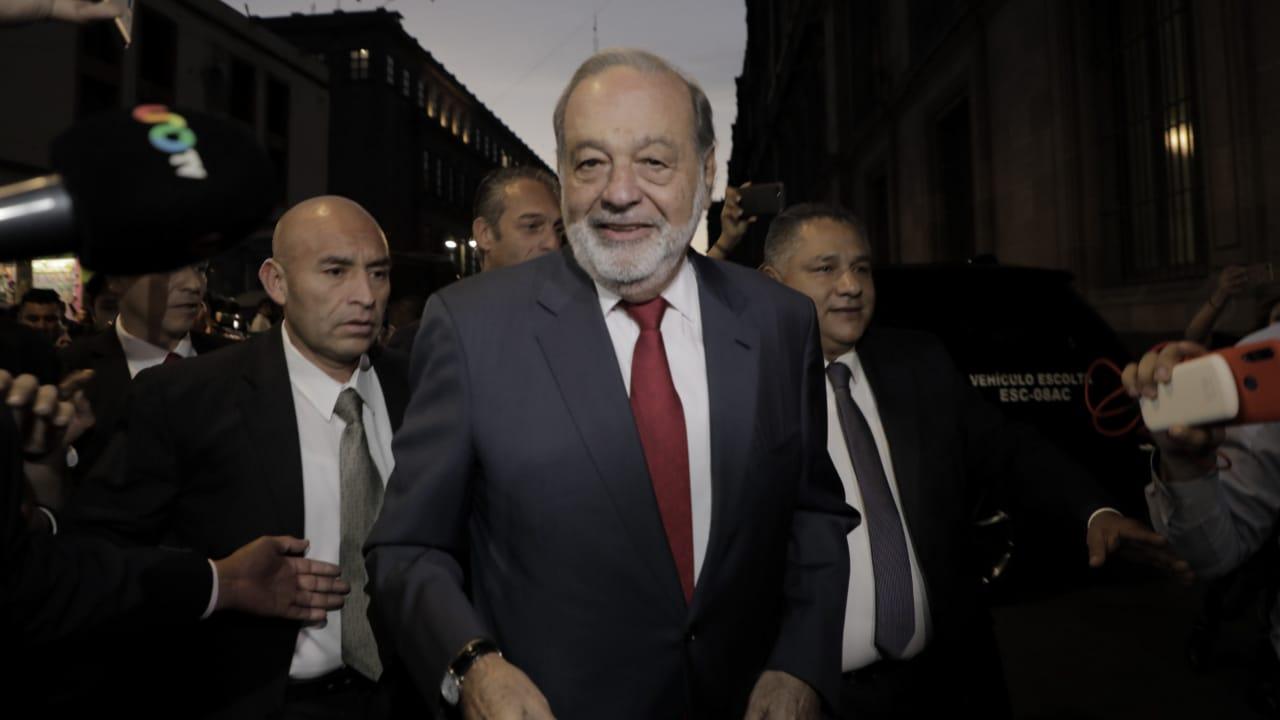 Slim y empresarios llegan a Palacio Nacional a respaldar rifa de AMLO