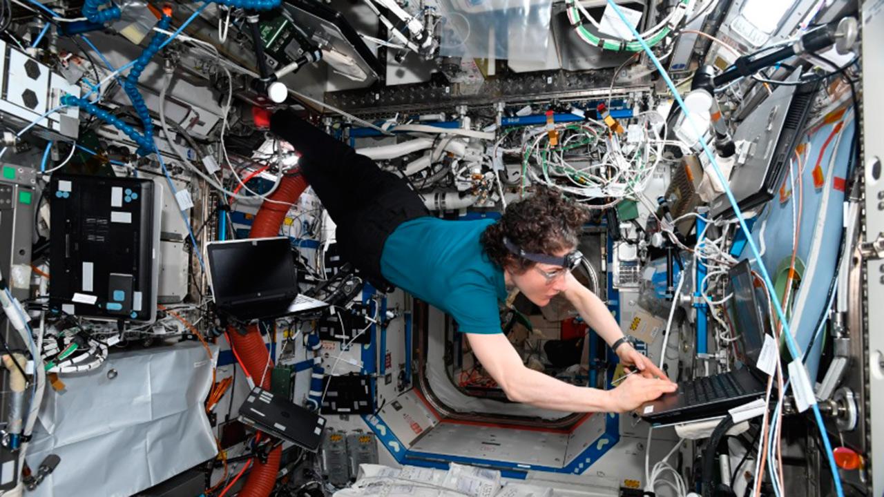 Christina Koch se convierte en la mujer con la mayor estancia en el espacio