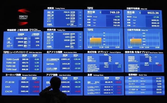 Bolsa de Tokio toca niveles mínimos por causa del coronavirus
