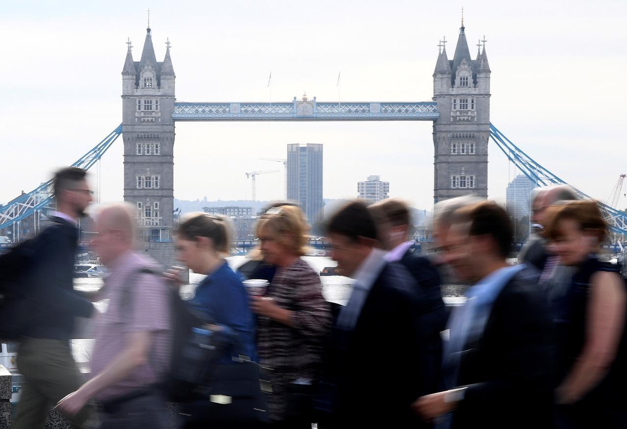 Reino Unido presume fin de la 'mano de obra barata europea'; restringirá migración
